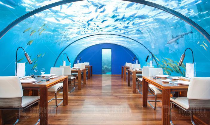港丽岛最著名的海下餐厅--Ithaa海底餐厅