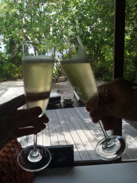 蜜月赠送的香槟