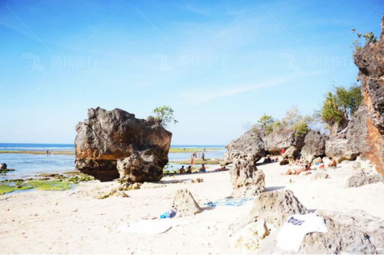 形状各异的礁石