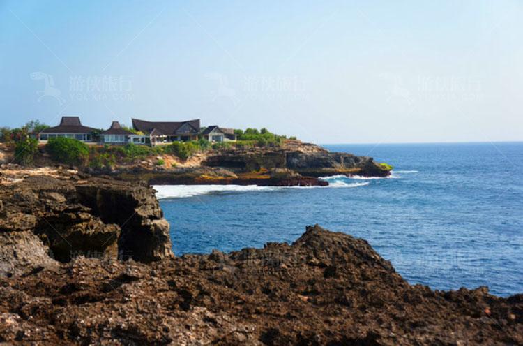 左边的悬崖,有一间酒店