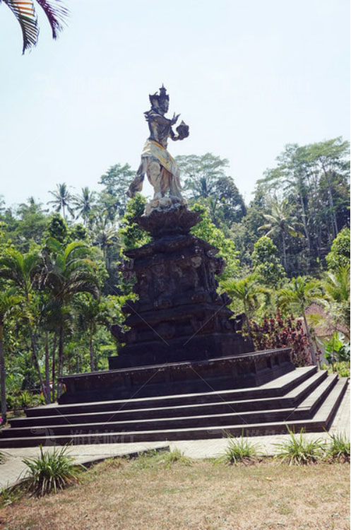 圣泉寺门口的雕像