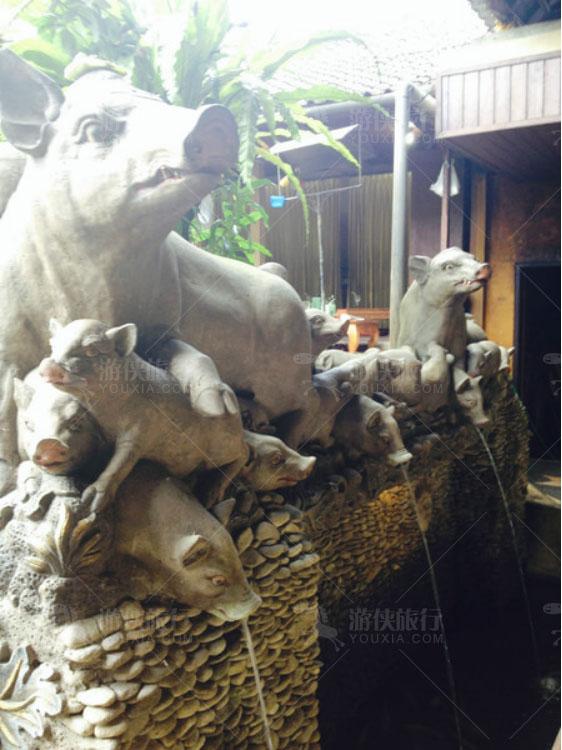 喷泉都是以猪为主题