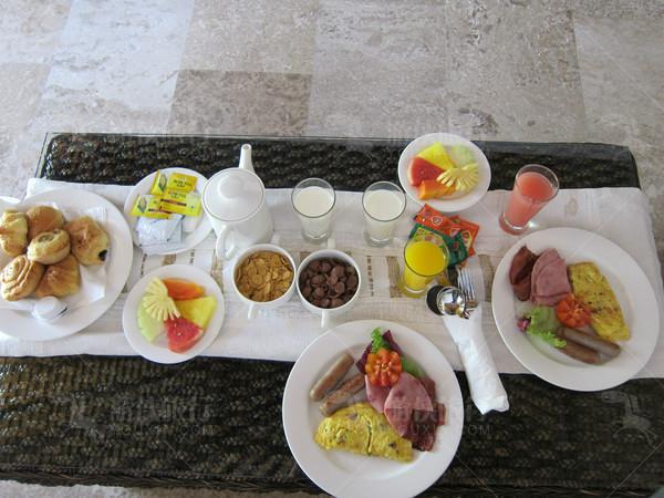 早餐可以去餐厅吃自助