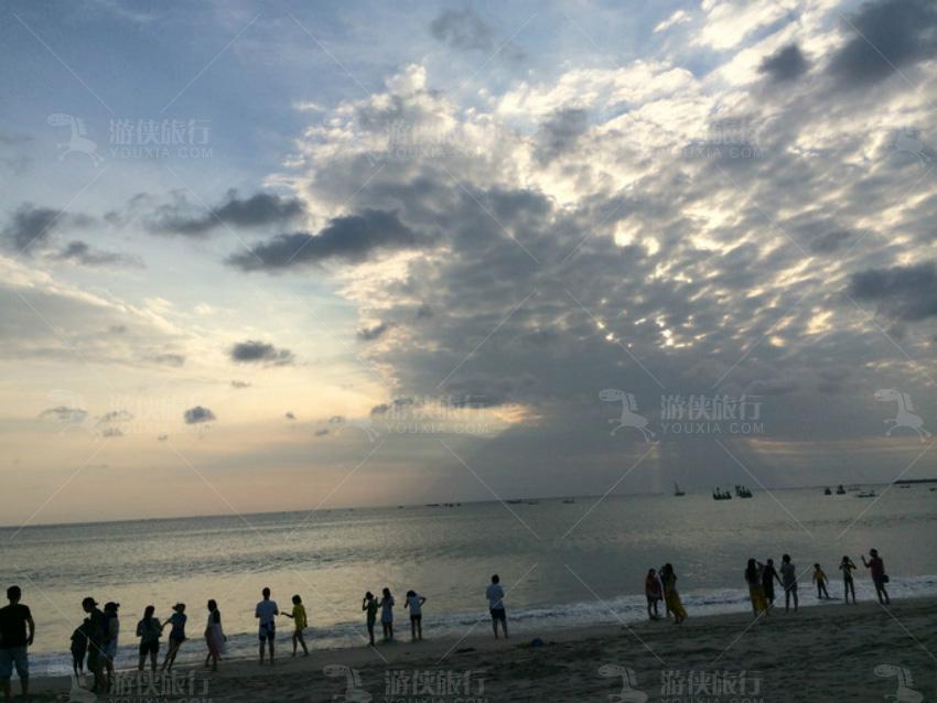 日落时间,无奈的是一大片云遮挡住了
