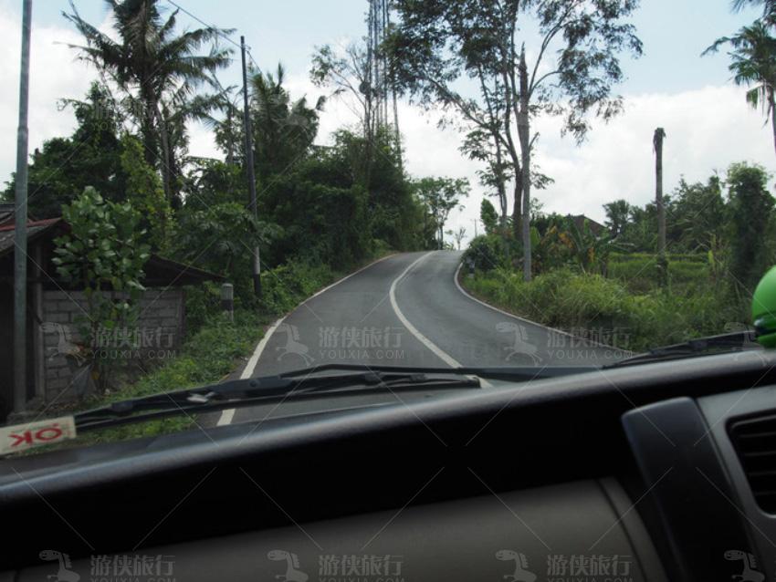 岛上中部地区几乎全是山路