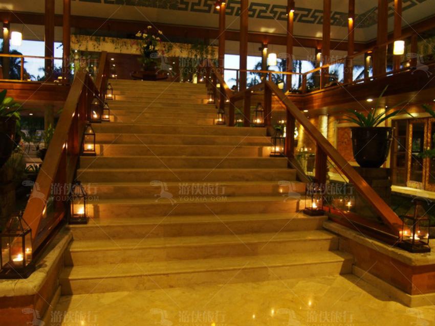 酒店灯光亮起