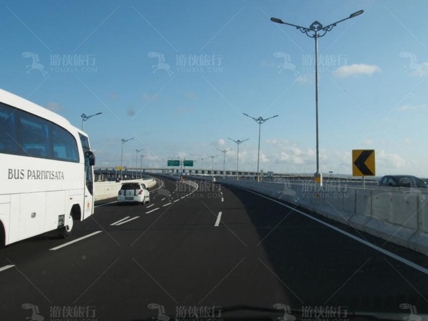 新建的跨海高速