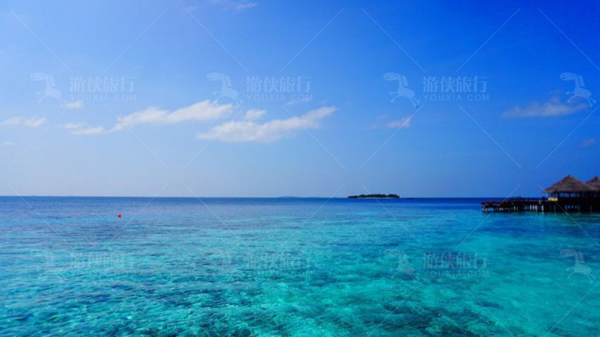 岛上的无边泳池