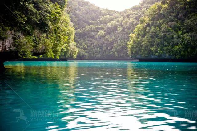 绿岛林立的海域