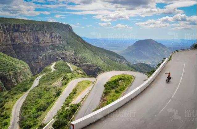 安哥拉Serra da Leba公路