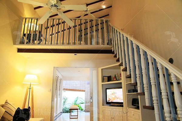 浪漫木质楼梯