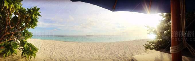 银色沙滩和碧蓝大海
