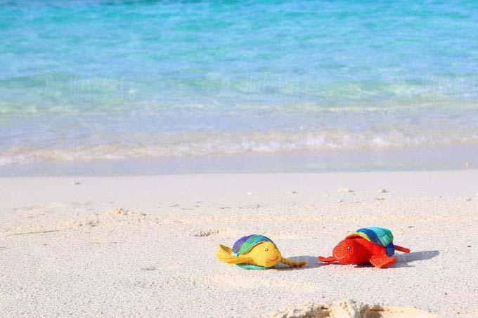 空无一人的洁白沙滩