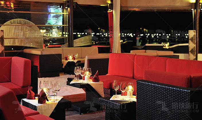 马尔代夫鲁彬逊岛主酒吧