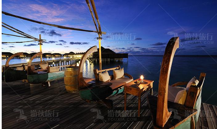 马尔代夫阿雅达岛水上酒吧