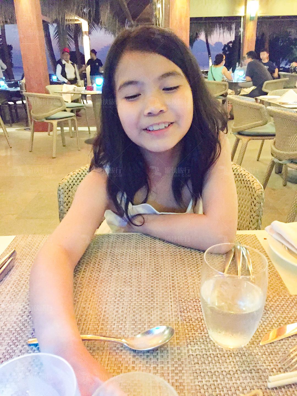 女儿吃泰国菜
