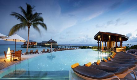 马尔代夫圣塔拉富士岛Centara RasFushi Resort&Spa Maldives6天4晚自由行(全岛有免费WIFI、一价全包、水上无动力娱乐设施免费、浮潜三宝也可以免费租借)